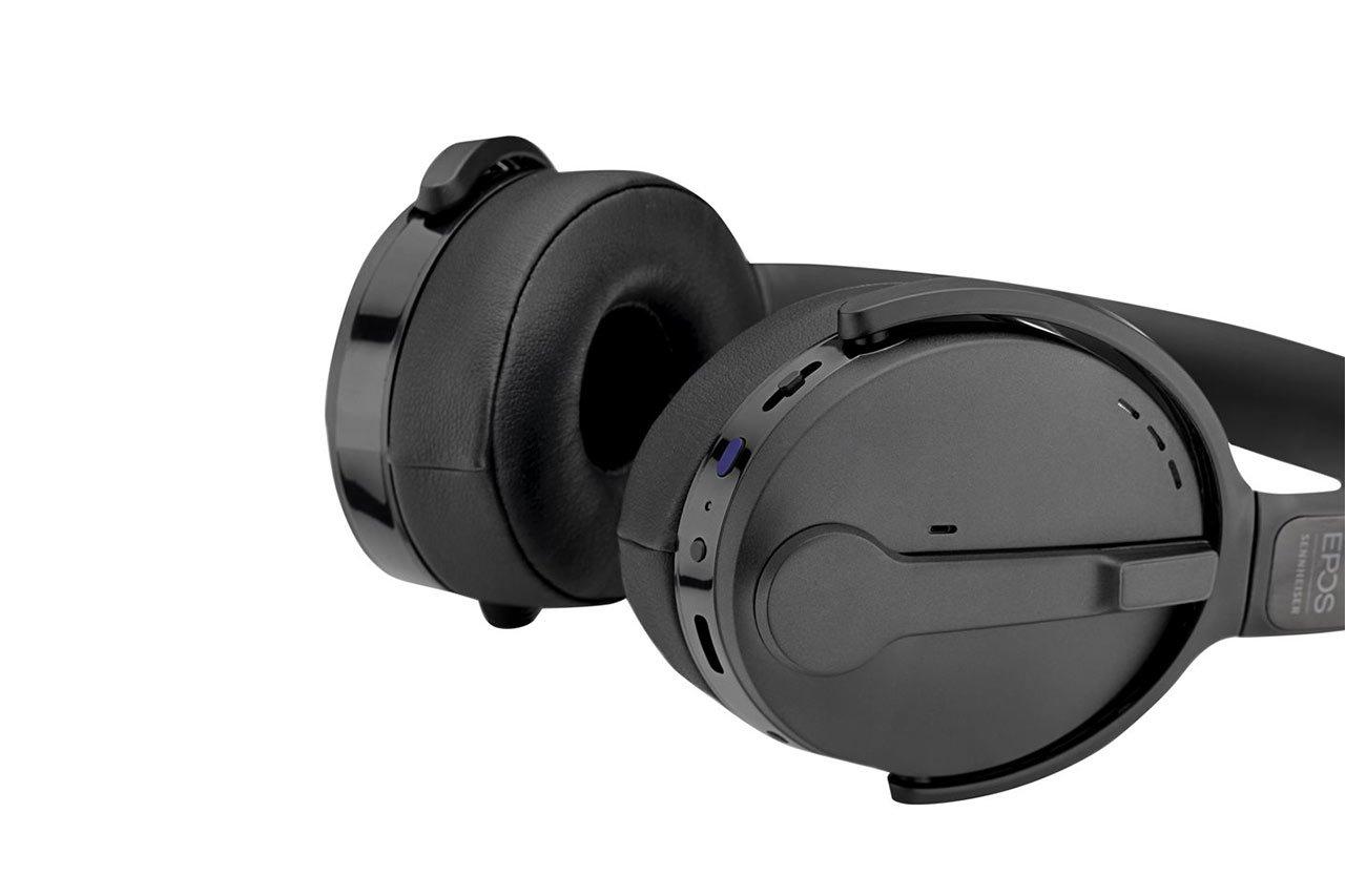 ADAPT-560-On-Ear-08