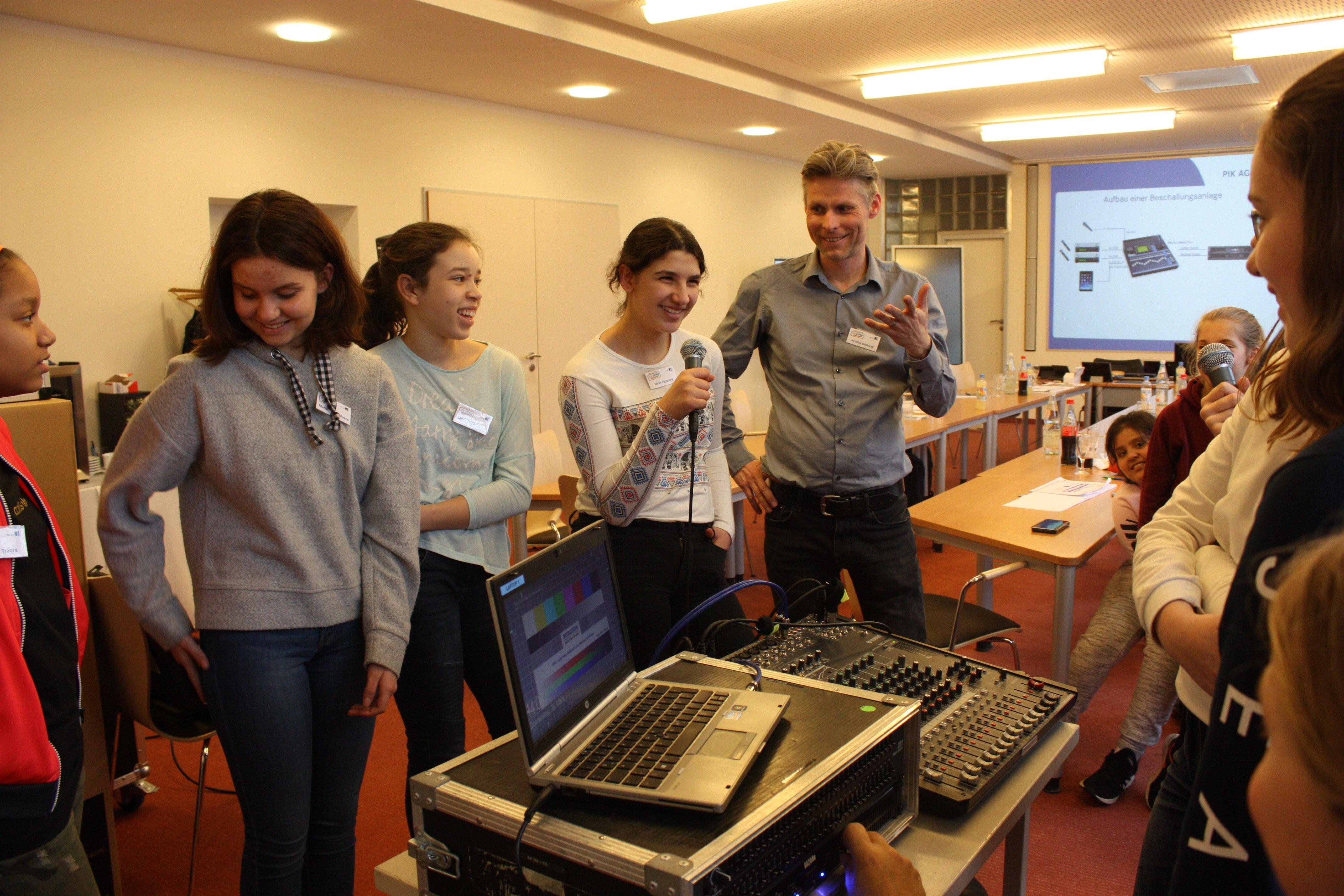 Girls´ Day 2019 Mikrofontechnik in der PIK AG