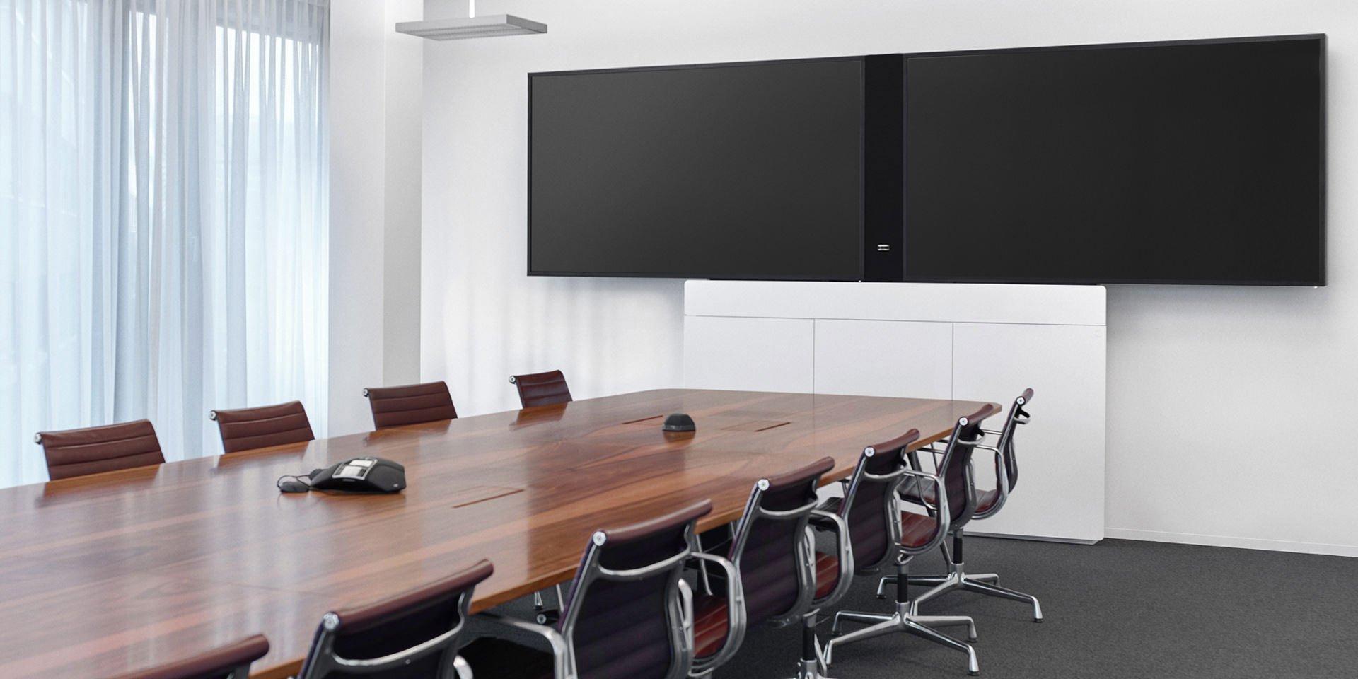 Holzmedia Konferenztisch