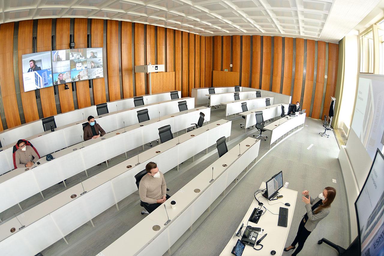 Hybrid Classroom ESMT
